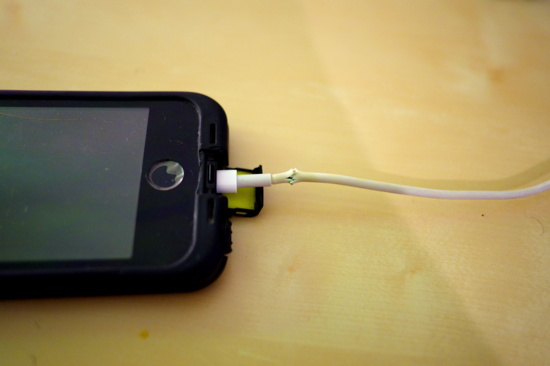 iphone_cable_bypass_2.jpg